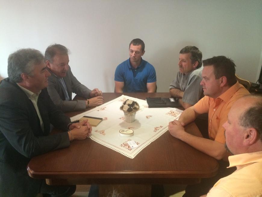 Dr. Zver in mag. Šircelj s člani Iniciative Apače, 6.6.2014