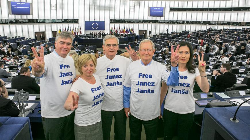 Evropski poslanci v podporo Janezu Janši na plenarnem zasedanju v Strasbourgu