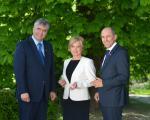 Kandidata na listi SDS dr. Milan Zver in Romana Tomc s predsednikom SDS Janezom Janšo