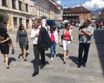 Sprehod po sončnih ulicah starega mestnega jedra v Kranju