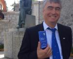 Ivan Cankar zamišljen, Milan Zver pa dobre volje. V ekipi SDS verjamemo v lepšo prihodnost Slovenije.