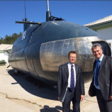 Dr. Milan Zver in Zvone Černač pred podmornico P-913 v starem delu Parka vojaške zgodovine